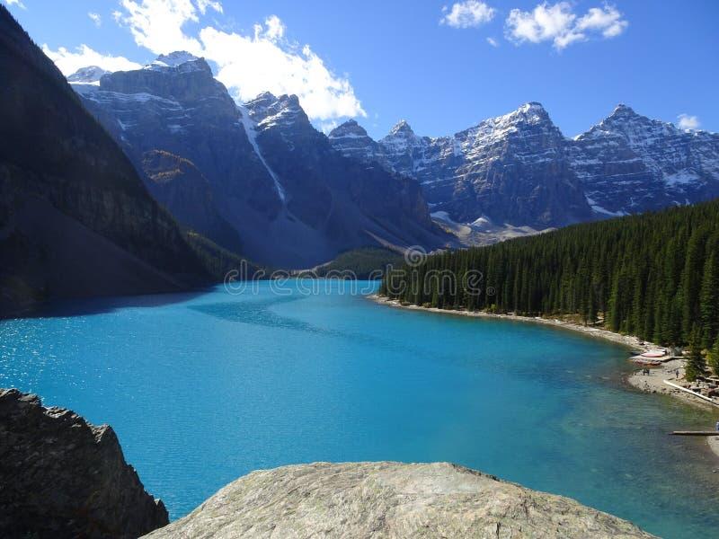 Morena jezioro w Banff parku narodowym w Kanada, Alberta zdjęcia stock