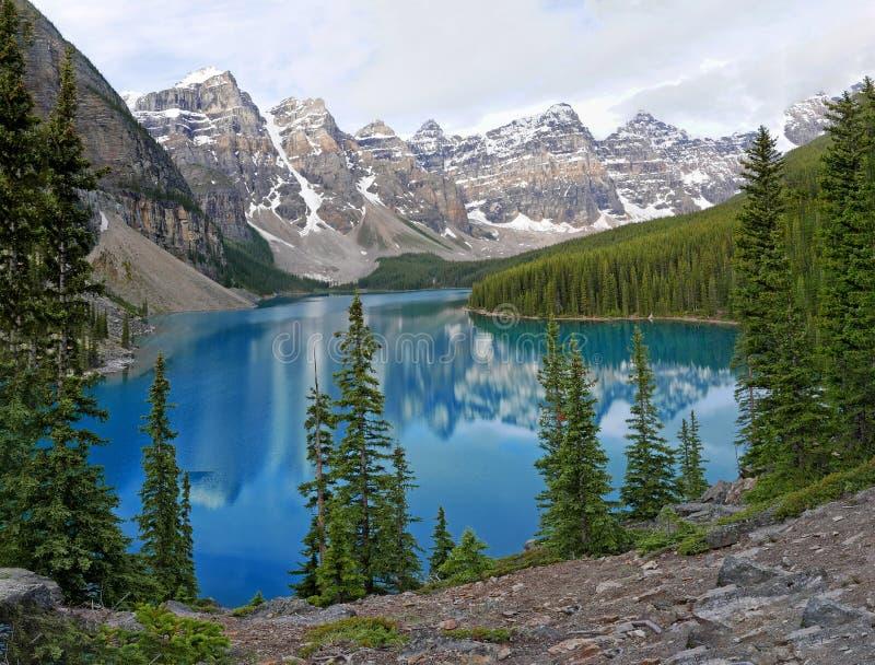 Morena jezioro w Banff parku narodowym, Pionowo obraz stock