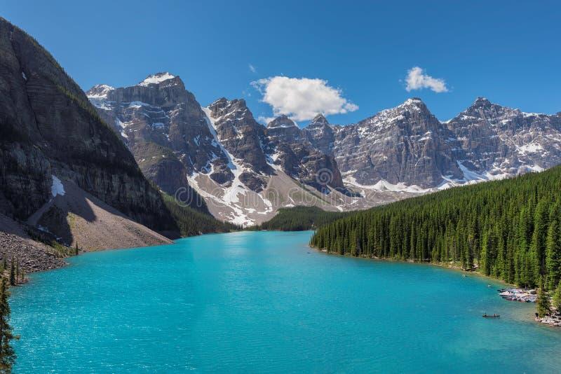 Morena jezioro w Kanadyjskich Skalistych górach, Kanada zdjęcia royalty free