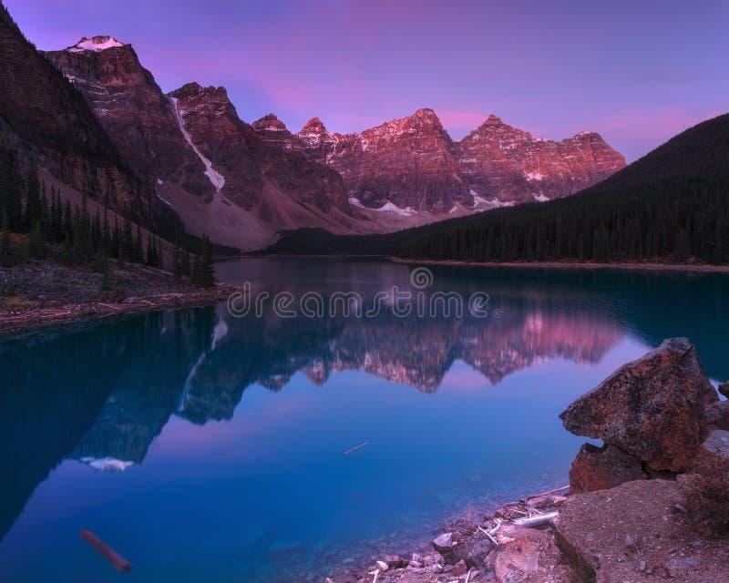 Morena jezioro Wcześnie w ranku fotografia stock