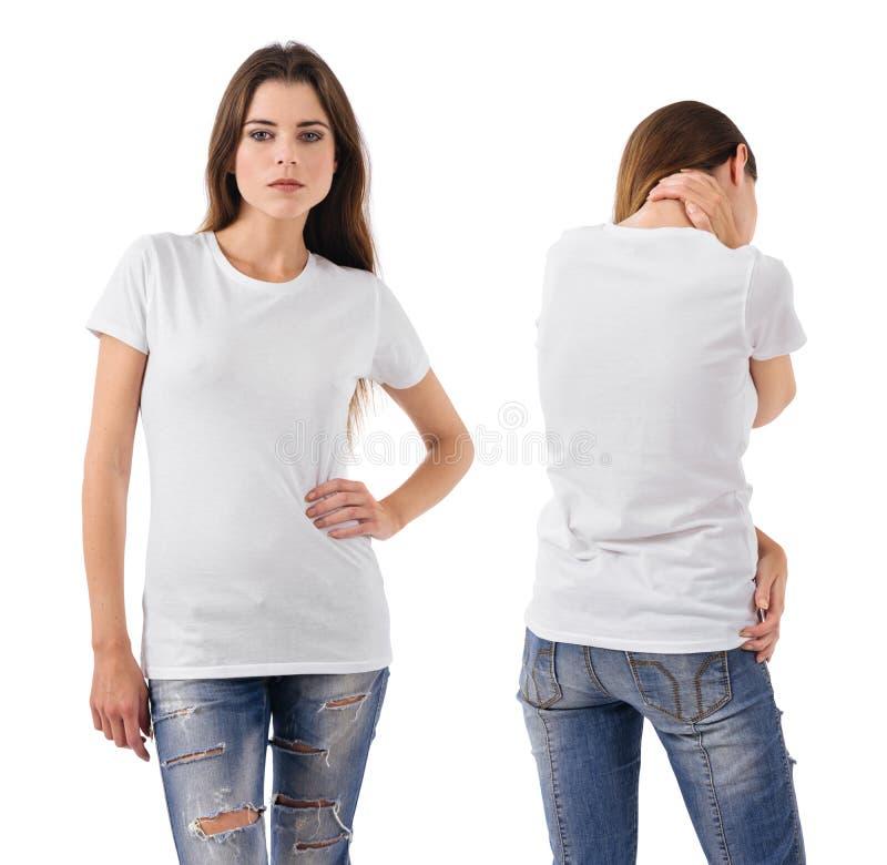 Morena 'sexy' que veste a camisa branca vazia foto de stock