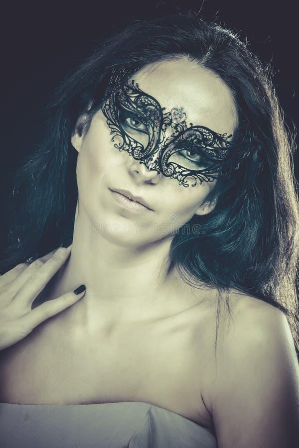 Download Morenita Con La Máscara Veneciana Concepto De La Sensualidad Imagen de archivo - Imagen de encanto, erótico: 44853411