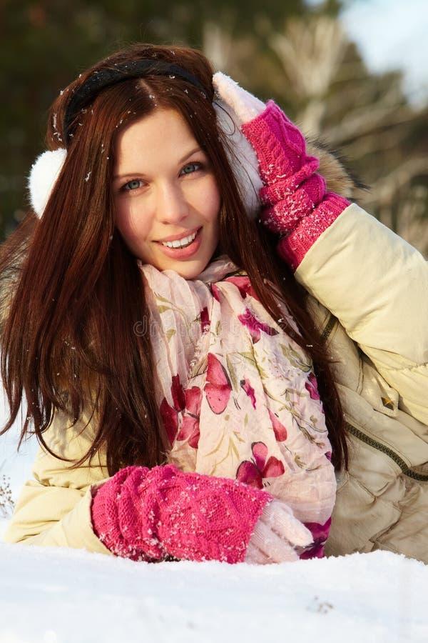 Morenita en nieve fotos de archivo libres de regalías