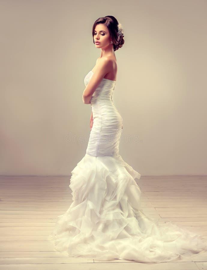Morenita hermosa del modelo de la novia imágenes de archivo libres de regalías