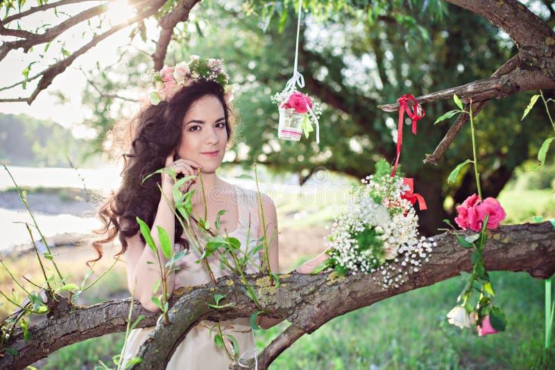 Morenita joven hermosa del boho fotografía de archivo