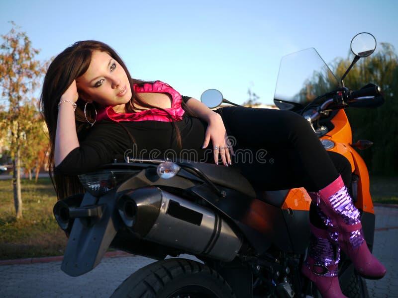 Download Morenita Joven Hermosa En Una Motocicleta Imagen de archivo - Imagen de cara, atracción: 44856559