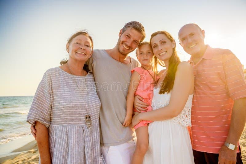 Morföräldersommarsemestrar arkivfoto