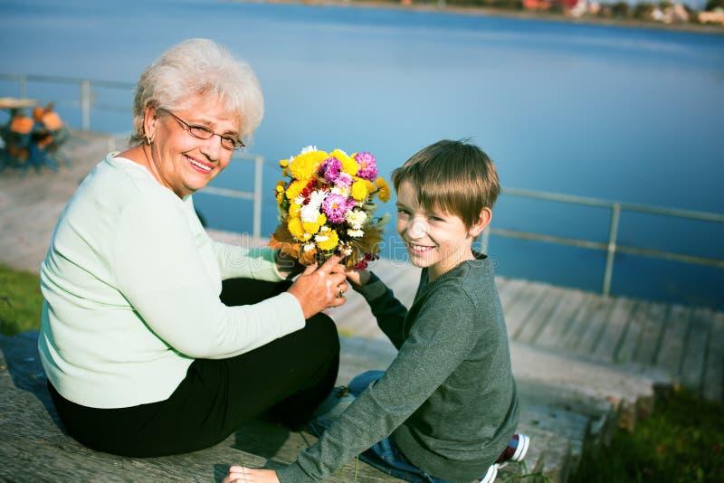 morföräldrar royaltyfri bild
