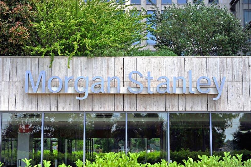 Morgan Stanley-embleem op voorgevel van en bureautoren stock fotografie