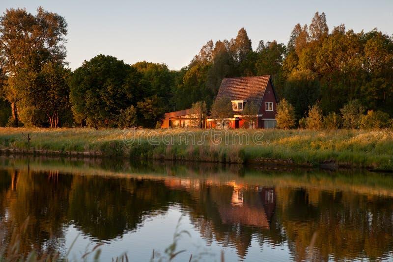 Morgen auf holländischem Bauernhof lizenzfreies stockfoto