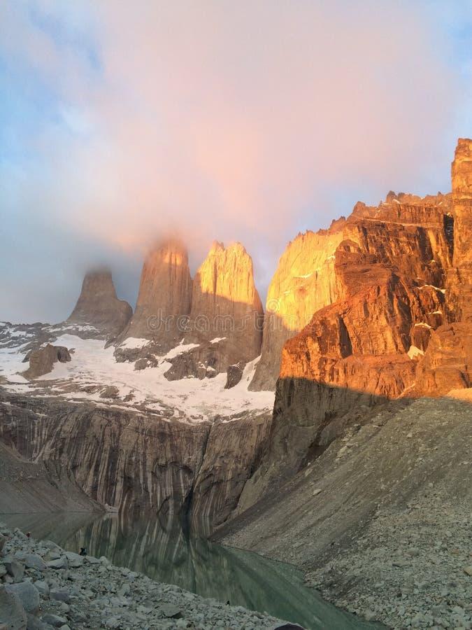 Morgen bei Las Torres - Patagonia stockfotografie