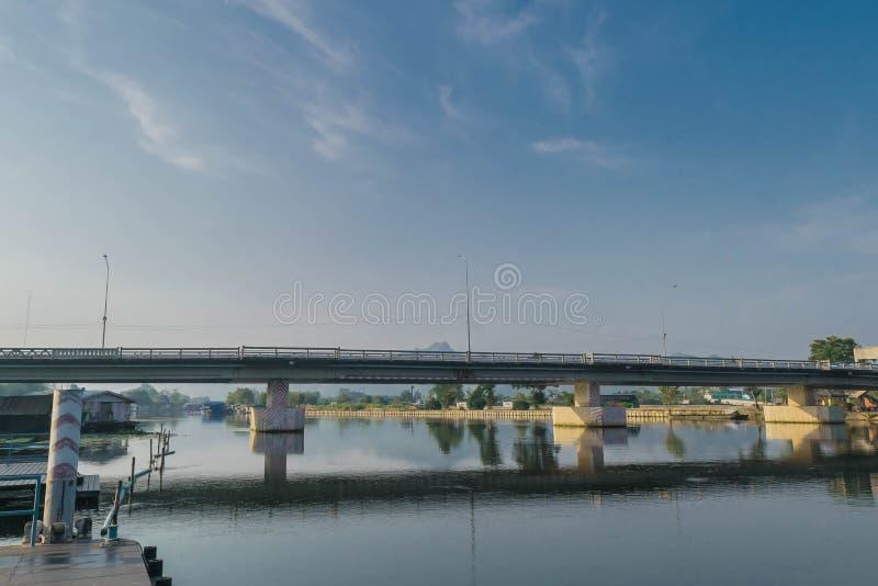 Morgen in dem Fluss Kwai, Kanchanaburi Thailand stockbild