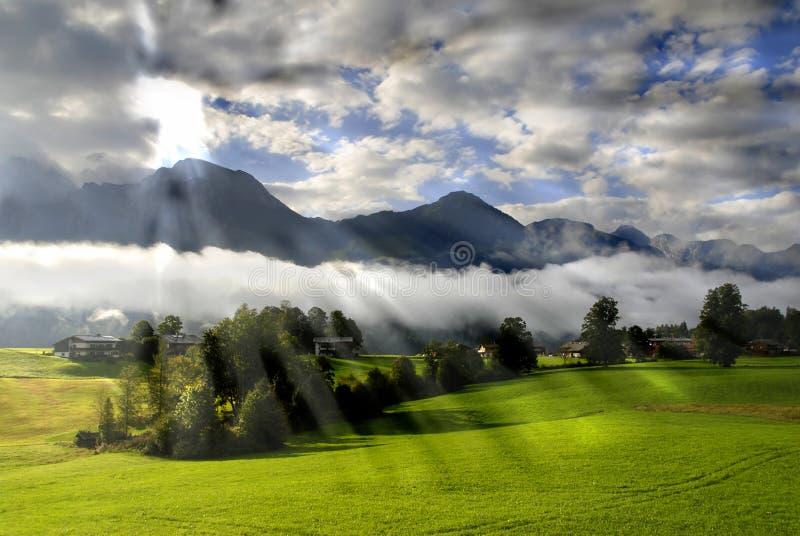 Morgen in den Alpen lizenzfreies stockfoto