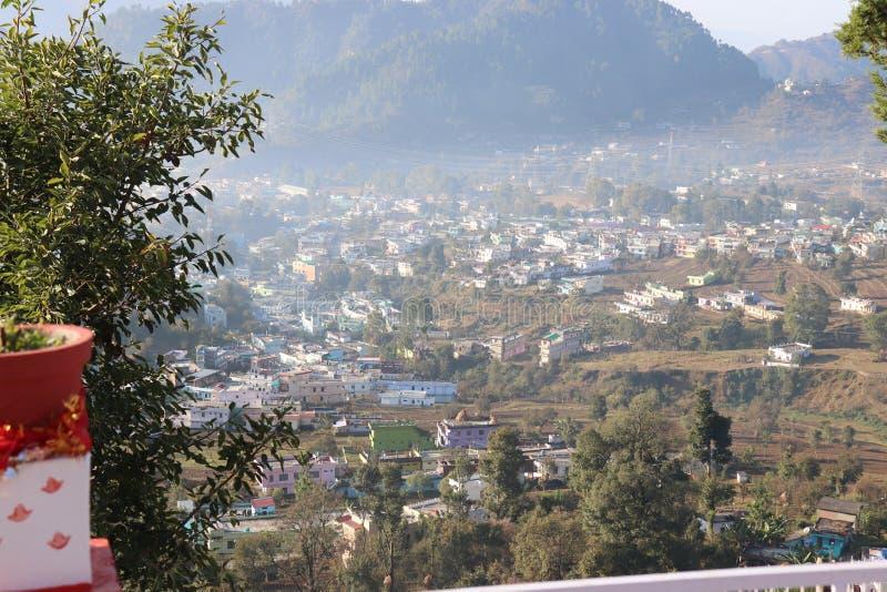 Morgen an den hlls von Uttarakhand mit beruhigender Brise stockbild