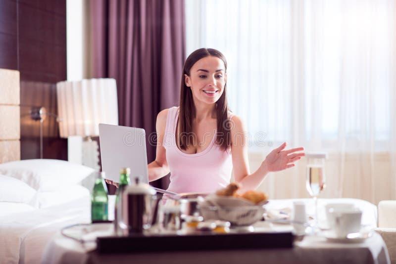 Morgen der Frau im Hotel stockbilder