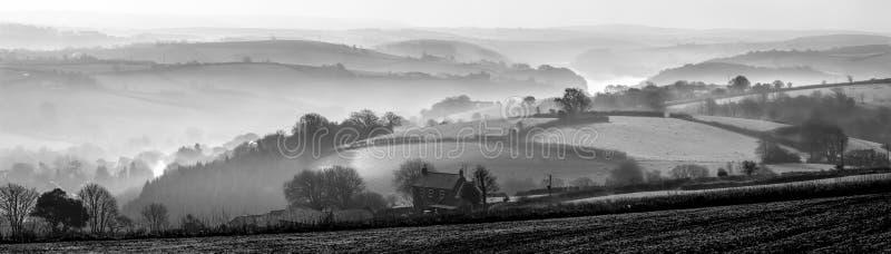 Morgen-Nebel über Fowey-Mündung, Cornwall stockfotos