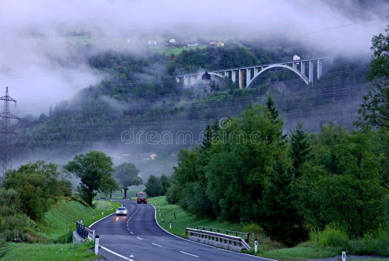 Morgen-nebelige Landschaft lizenzfreie stockfotos
