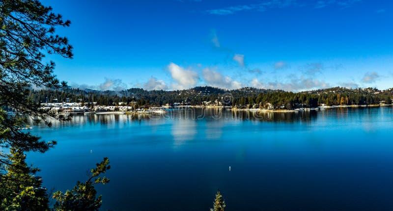 Morgen-Vogelperspektive der See-Pfeilspitze, Kalifornien an einem ruhigen Wintertag lizenzfreies stockbild