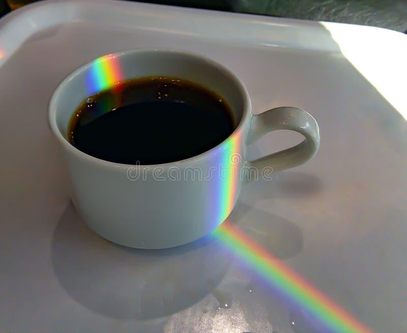 Morgenbürotasse kaffee als Symbol des Anfanges eines erfolgreichen Arbeitstages stockfoto