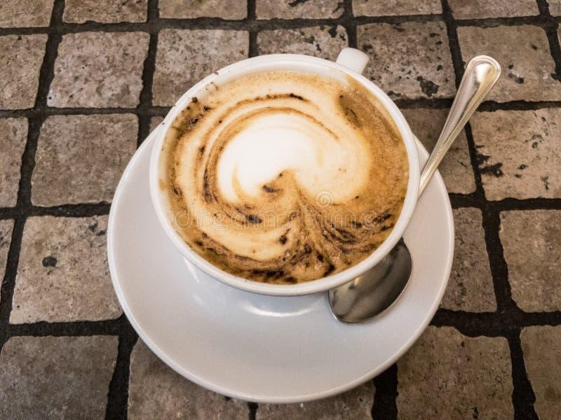 Morgencappuccino stockbilder