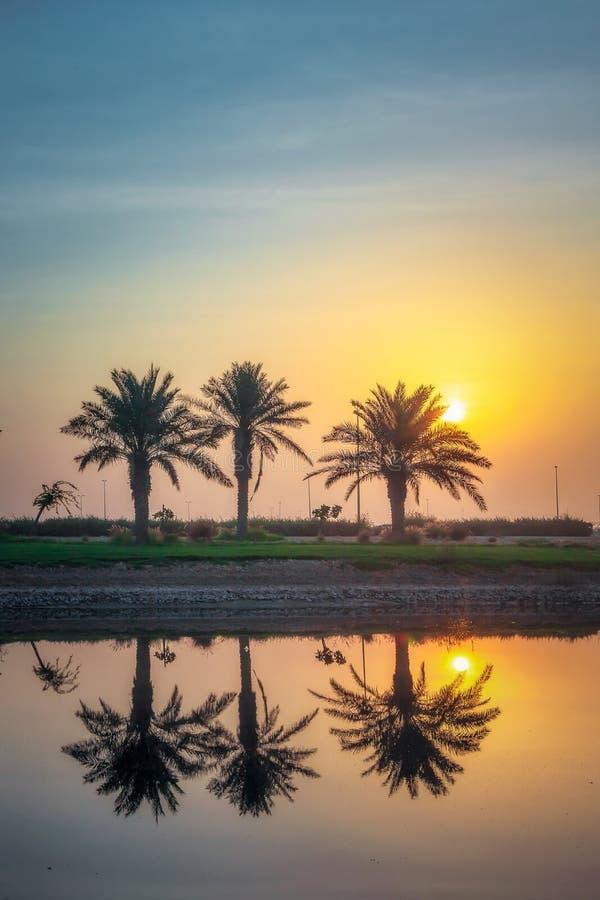 Morgendrama-Sonnenaufgangansicht in Modon See Dammam Saudi-Arabien lizenzfreies stockfoto