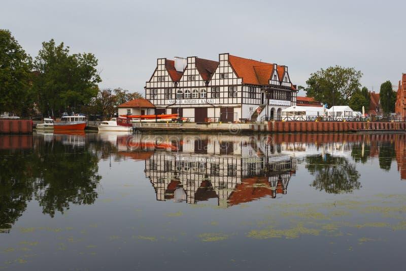 Download Morgenreflexion von Gdansk redaktionelles stockbild. Bild von leuchte - 96930529