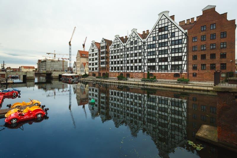 Download Morgenreflexion von Gdansk redaktionelles stockfotografie. Bild von grenzstein - 96930537