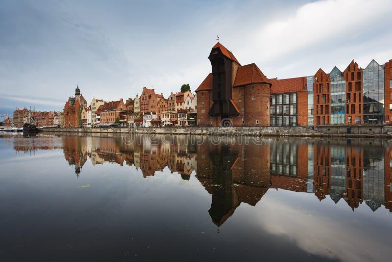 Download Morgenreflexion von Gdansk stockbild. Bild von reflexion - 96930615