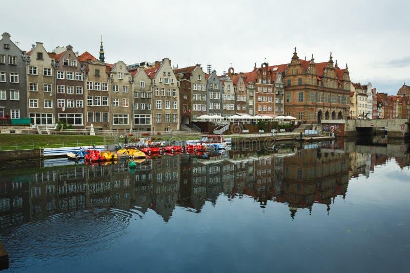 Download Morgenreflexion von Gdansk redaktionelles stockfoto. Bild von gdansk - 96930623