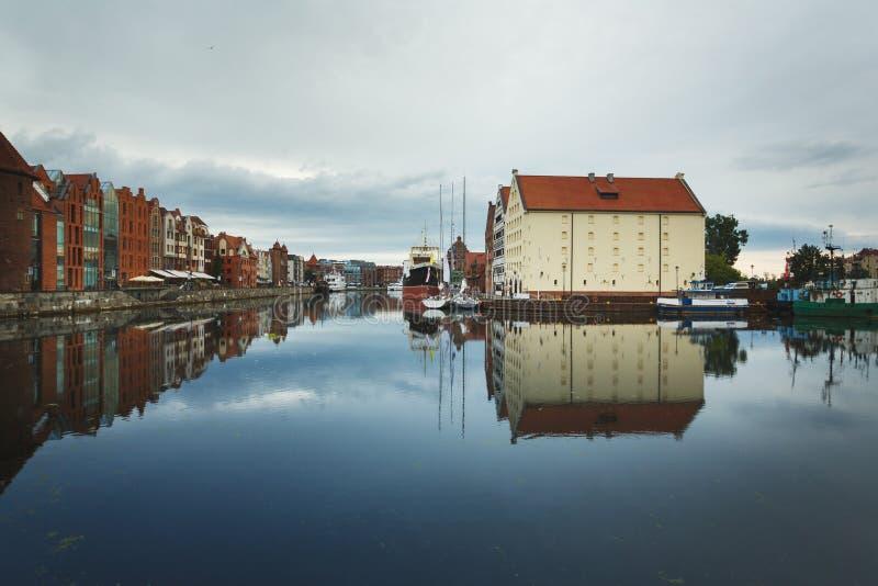 Download Morgenreflexion von Gdansk stockfoto. Bild von schacht - 96930634