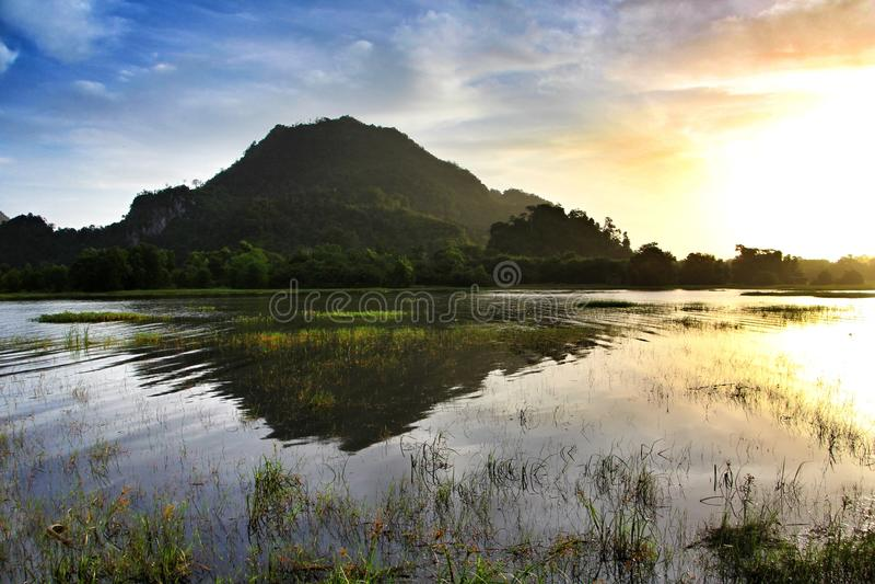 Morgensonnenaufgang am Tasoh See, Perlis, Malaysia lizenzfreies stockbild