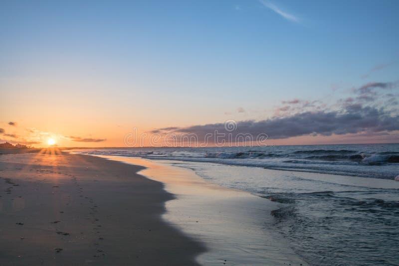 Morgensonnenaufgang am Uhr-Hügel lizenzfreie stockfotografie