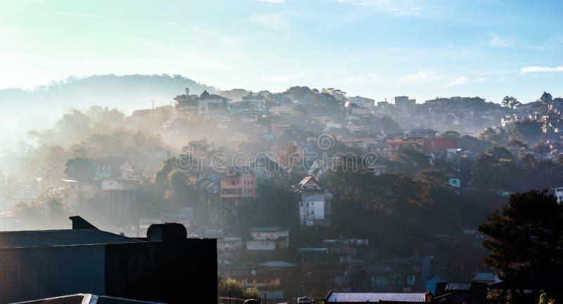 Morgensonnenstrahlen lizenzfreie stockfotos