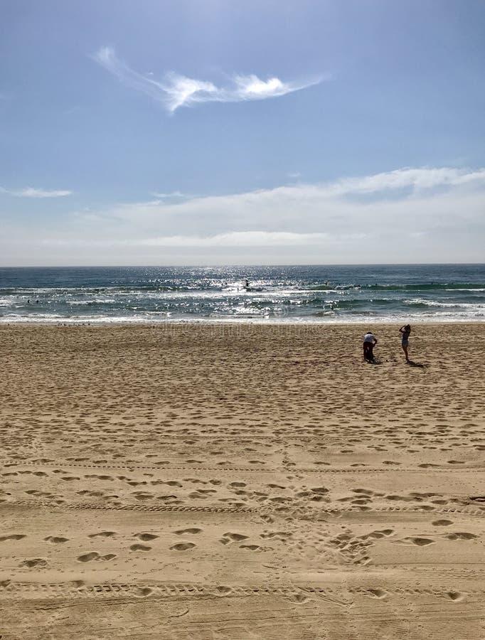 Morgenspaziergang am männlichen Strand, Australien lizenzfreie stockbilder
