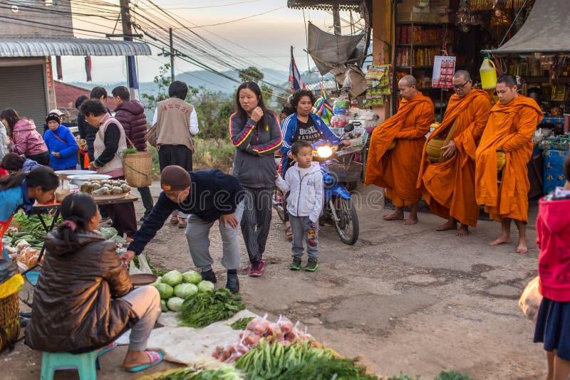 Morgenstraßenbild in Mae Salong-Dorf, Nord-Thailand stockbilder