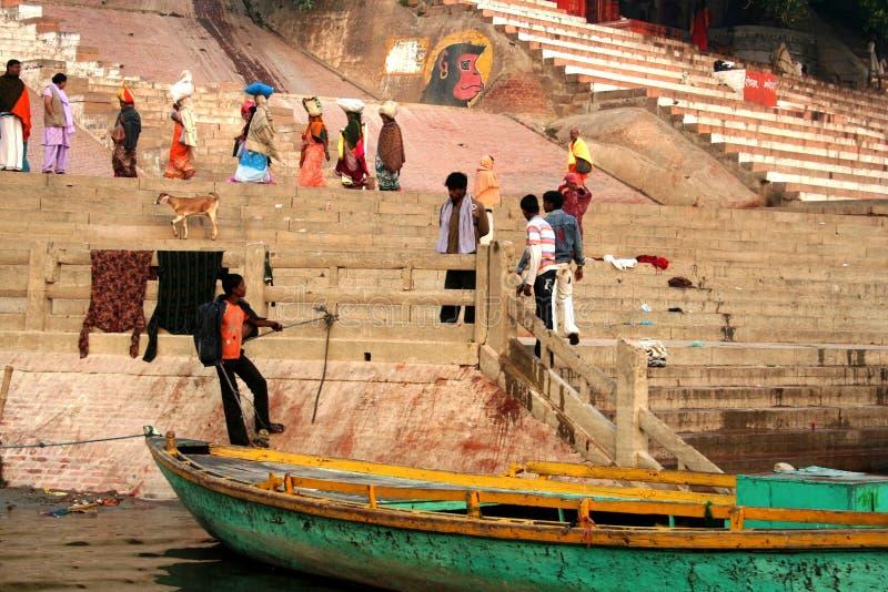 Morgenszene in dem Ganges-Fluss lizenzfreies stockbild