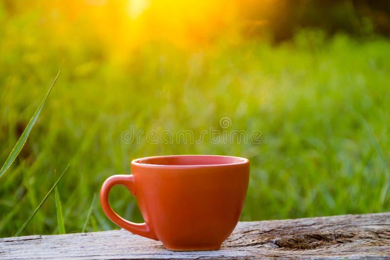 Download Morgentasse Kaffee Auf Holztisch Stockbild - Bild von espresso, frisch: 106802863