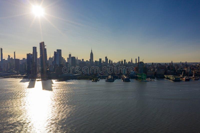 Morgon över NYC-flygbilden royaltyfri bild