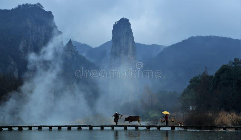Morgon i bergen royaltyfria bilder