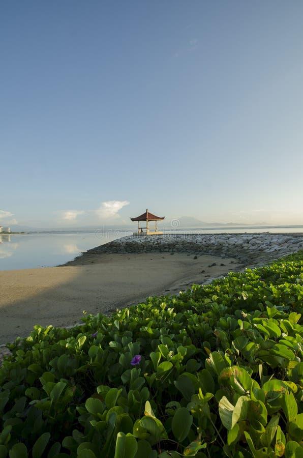 Morgon i den Karang stranden, Sanur, Bali arkivbild