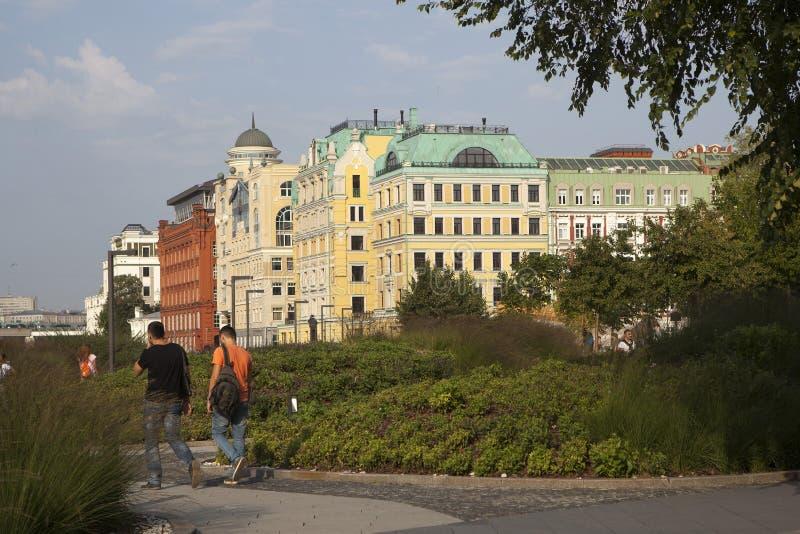morgon moscow Sikt av det historiska centret nära Krymskaya Naberezhnaya arkivbilder