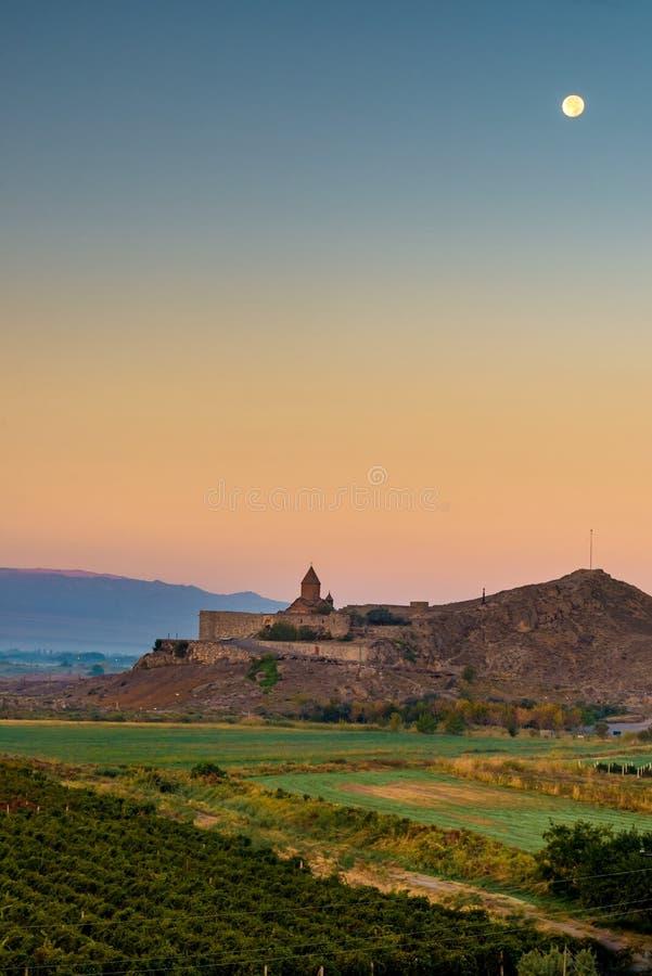 Morgon ovanför kloster Khor Virap, Armenien fotografering för bildbyråer