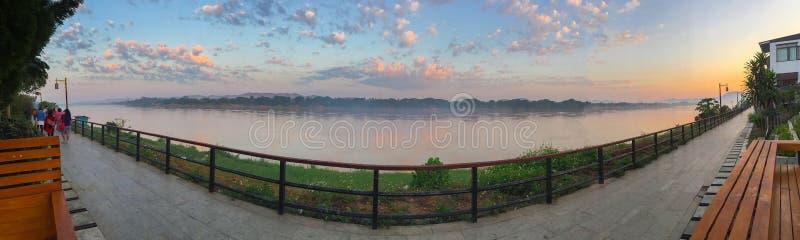 Morgon på Chiang Khan, Leoi arkivbild