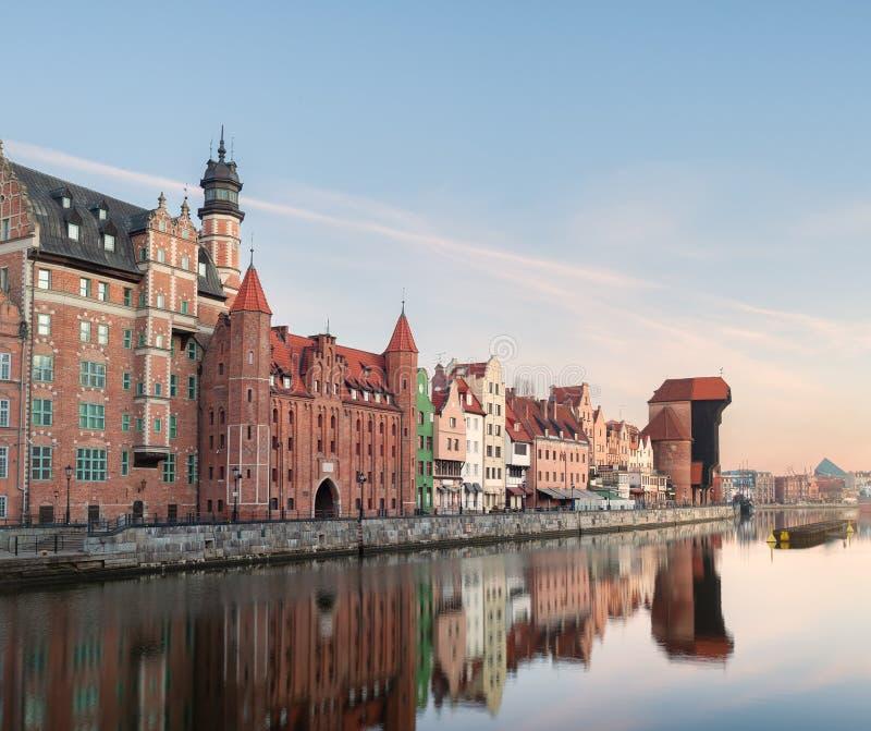 Morgon på Gdansk den gamla stadflodstranden arkivfoto