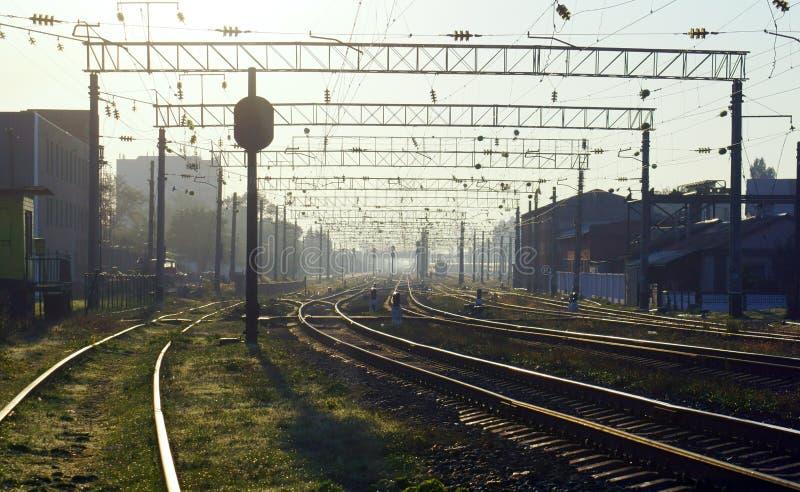 Morgon på järnvägstationen royaltyfri fotografi