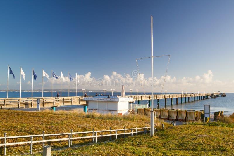 Morgon på pir i Binz, Ruegen ö, Tyskland royaltyfri bild