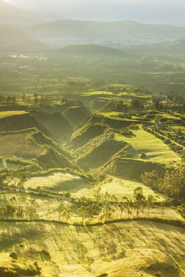 Morgonbelysning av den åkerbruka dalen royaltyfria foton