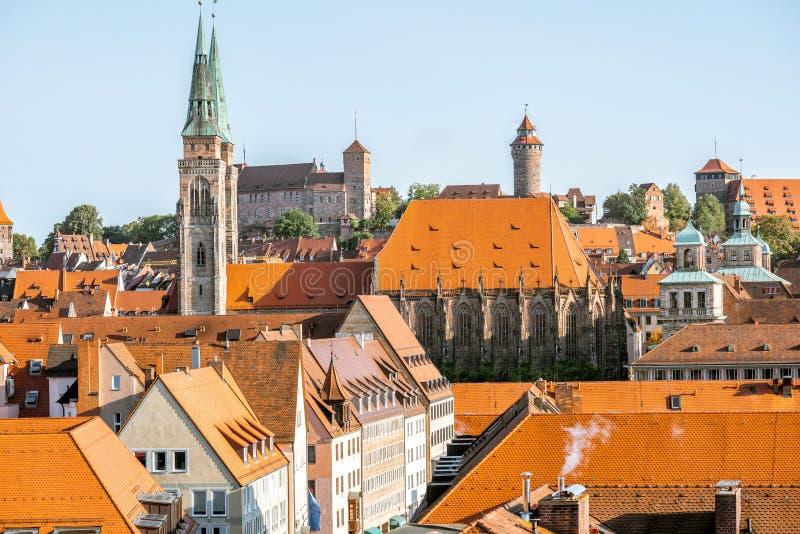 Morgoncityscapesikt på den Nurnberg staden, Tyskland arkivbilder