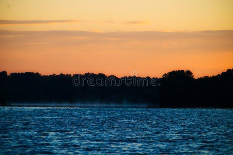 Morgondimmaresning från sjön anna royaltyfri bild