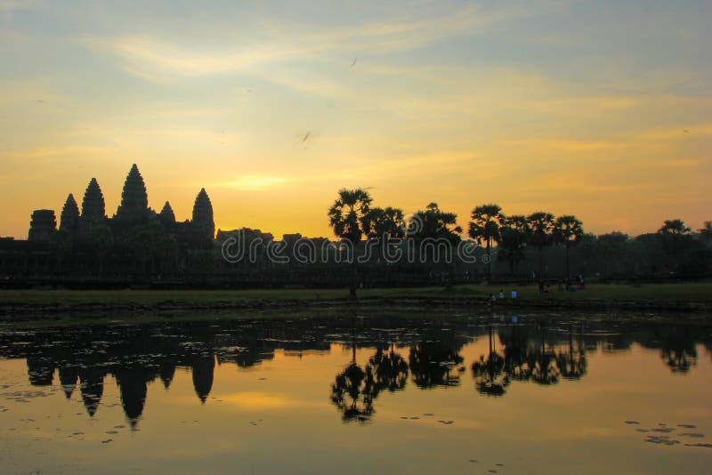 Morgonen på templet arkivbilder